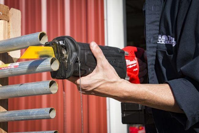taglio dei tubi idraulici