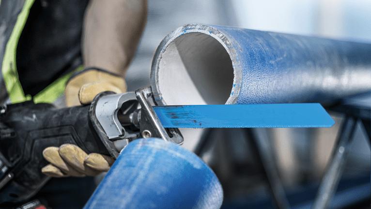 Come tagliare i tubi di ghisa con sega a gattuccio